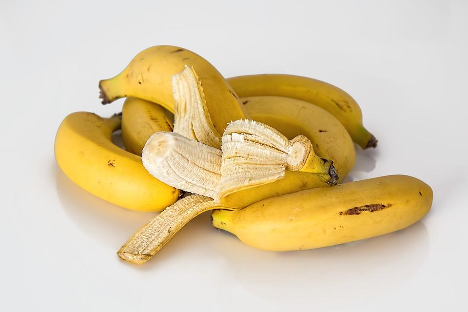 Bananele ingrasa? Afla daca sunt o amenintare pentru silueta!