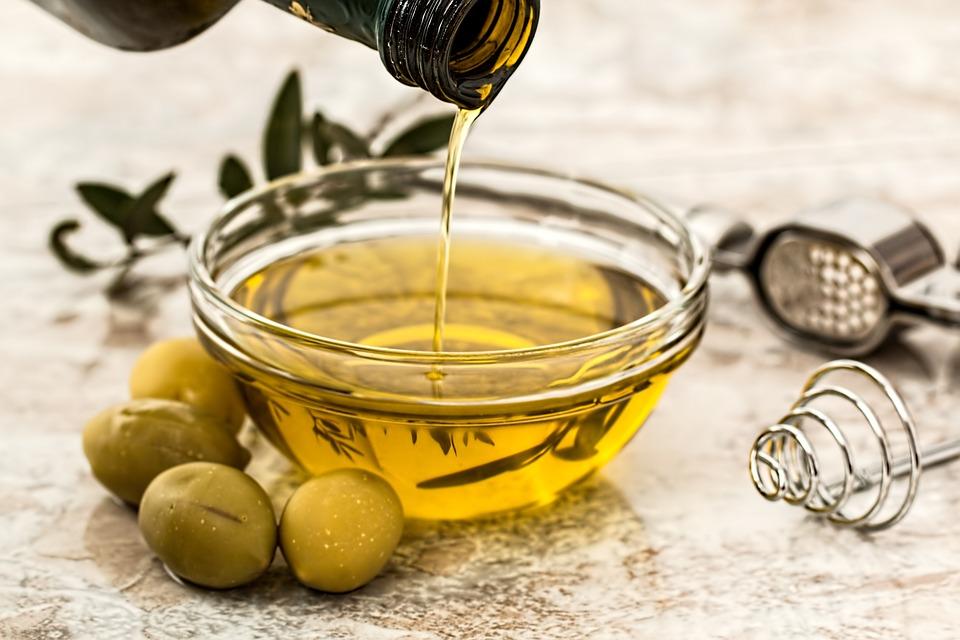 Masca de par cu ulei de masline: cinci retete pentru fiecare problema