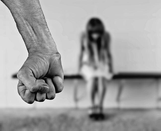 3 Moduri in care traumele din copilarie ne afecteaza prezentul