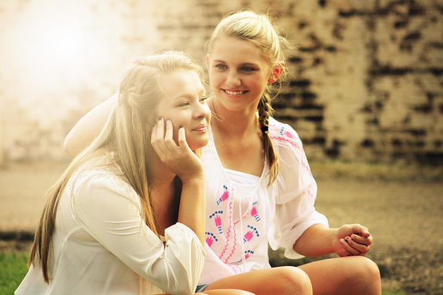 Avem mai putini prieteni pe masura ce inaintam in varsta – si nu este un lucru rau