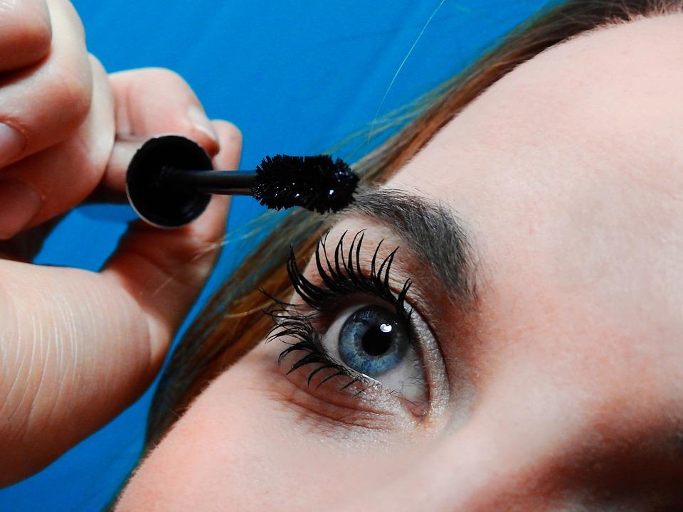 Trucuri de makeup care ascund ridurile