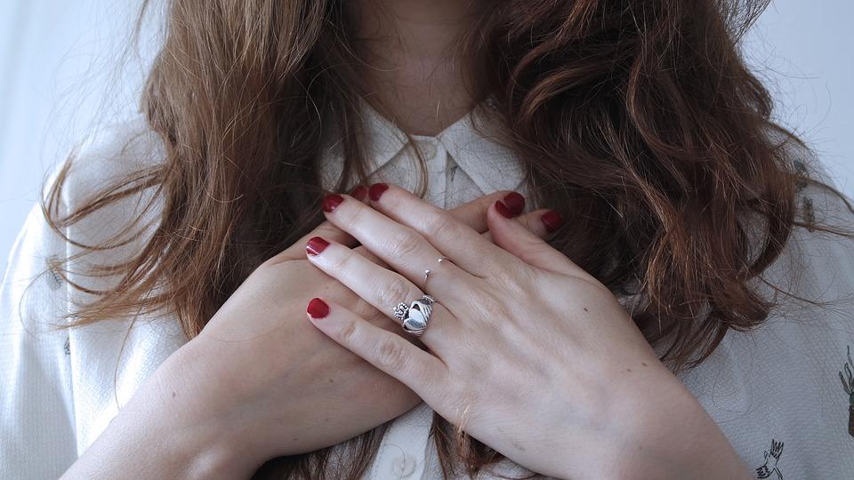 Surprinzator! Iata ce spune lungimea degetului mic despre tine!