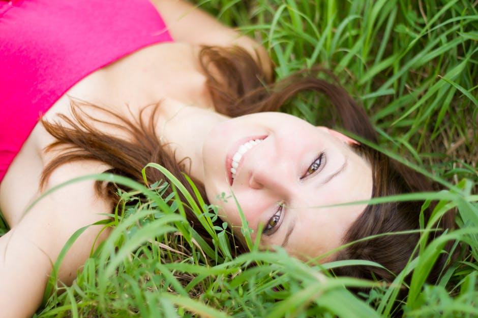 Cum sa fii fericit: citeste 8 reguli de aur ale vietii!