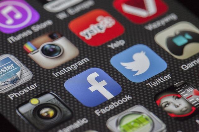 Social media – Ne uneste sau ne desparte?