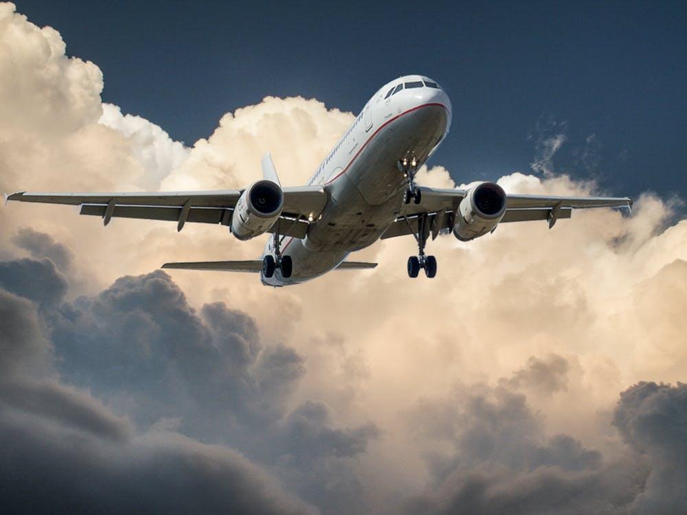 Cum poti diminua durerile lombare pe durata zborurilor lungi