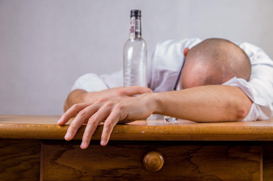 Cum afecteaza alcoolul calitatea somnului?