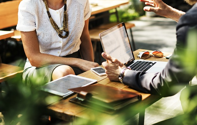 7 Tehnici de comunicare la locul de munca