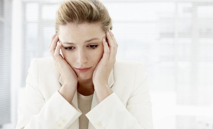 15 lucruri pe care trebuie sa le stii despre oamenii care sufera de depresie ascunsa