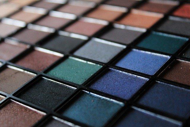 Produse cosmetice pe care trebuie sa le ai neaparat in trusa de make up