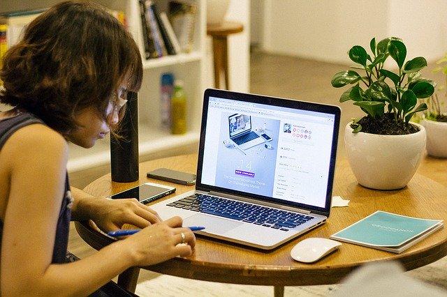 3 sfaturi utile prin care sa lucrezi de acasa la fel de eficient ca la birou