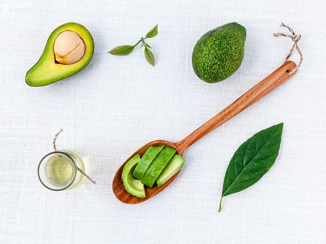 Doua masti naturale pentru tenul uscat cu avocado