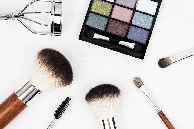 5 trucuri simple de make-up pentru anul 2021