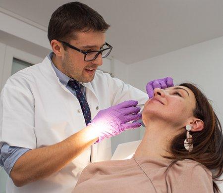 Terapia Vampir: Intinereste pielea ta cu tratamentul cu plasma
