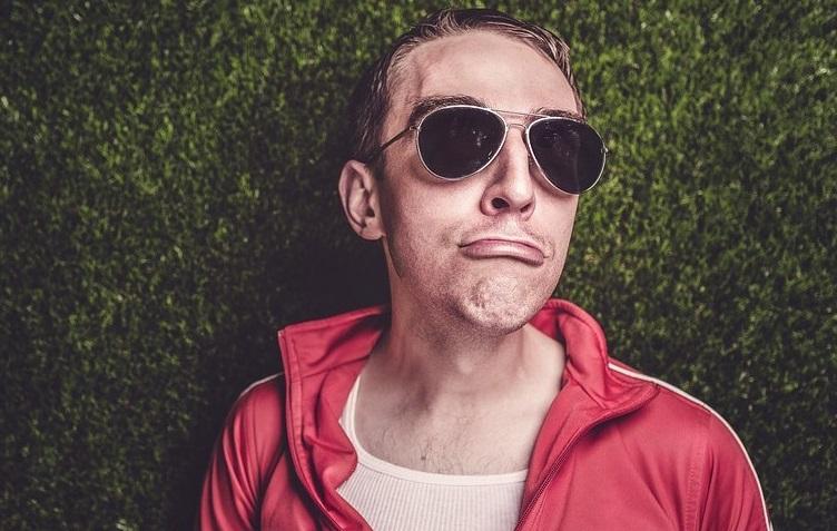 10 lucruri pe care le fac barbatii atunci cand nu ii vezi