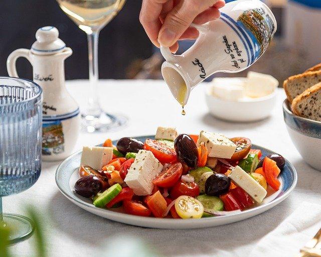 Reteta atipica de salata cu pere si nuci