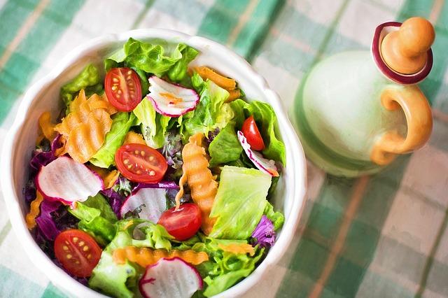 5 ingrediente pentru salate sanatoase de vara