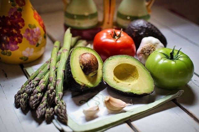 Alimentatie sanatoasa. Cat la % este bine sa mancam raw-vegan?