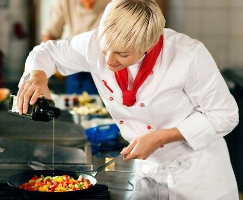 Mancare delicioasa preparata la wok! Afla aici de ce aceasta tigaie asiatica a cucerit lumea