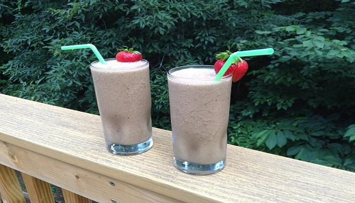 Idei sanatoase pentru micul dejun. 8 smoothie-uri pline de vitamine