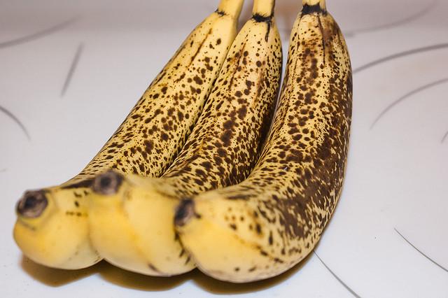 Aceste lucruri i se intampla corpului tau cand mananci doua banane coapte in fiecare zi