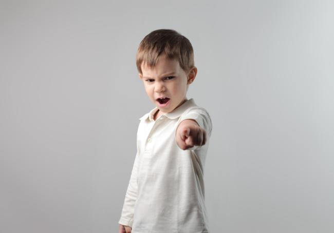 10 feluri in care poti calma un copil nervos