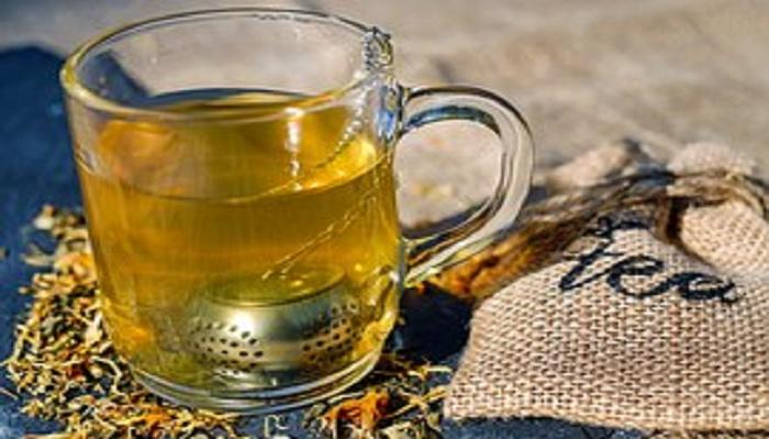Cinci ceaiuri pentru detoxifiere si slabit sanatos
