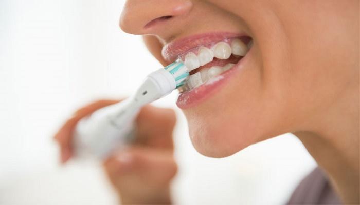 Periuta de dinti electrica iti poate distruge dantura