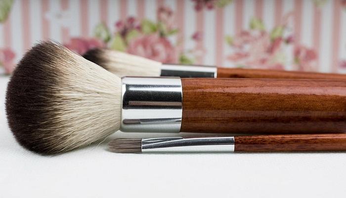 Patru metode eficiente pentru a curata pensulele de make-up