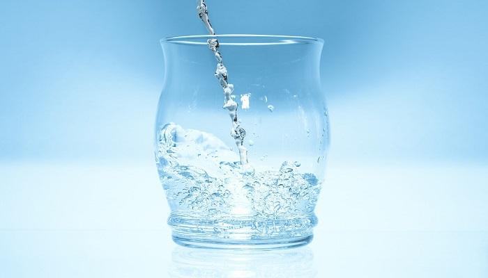 9 motive pentru a bea mai multa apa