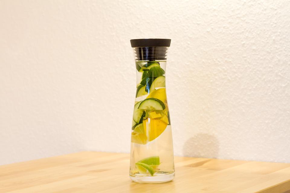 VIDEO Beneficiile apei cu castravete. Iata cum prepari bautura!
