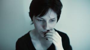 Cum poti preveni si gestiona un atac de panica