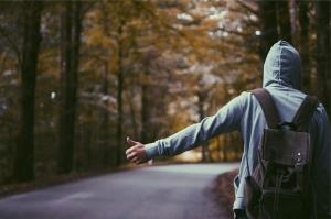 Ce trebuie sa stii daca vrei sa calatoresti facand autostopul