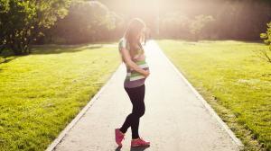 Pantalonii – esentiali in garderoba gravidei