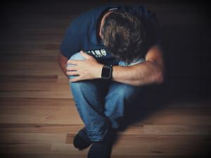 8 tipuri de dureri fizice care sunt provocate de emotii intense