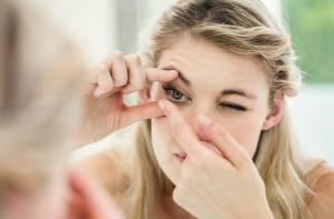 6 lucruri pe care sa le faci inainte sa renunti la ochelari pentru lentile de contact