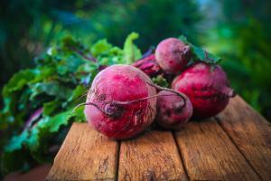 3 sucuri naturale pentru detoxifierea ficatului