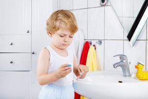 Cum iti determini copilul sa aiba obiceiuri sanatoase de igiena: 5 trucuri care functioneaza