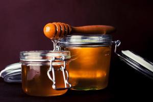 Lapte si miere - 4 beneficii uimitoare pentru sanatate