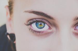 Lacrimile artificiale, remediul ideal pentru sindromul de ochi uscati