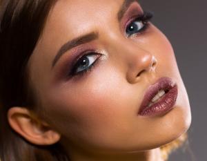 Marirea buzelor cu acid hialuronic: informatii importante pe care trebuie sa le stii inainte