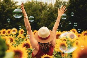 3 lucruri la care trebuie sa renunti pentru a fi fericit