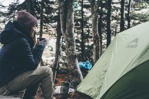 Ce lectii de viata ne ofera muntele si camparea pe munte iarna