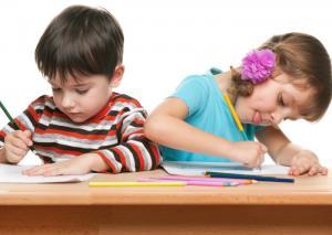 4 lucruri simple pe care orice parinte le poate face pentru a-si ajuta copilul dislexic