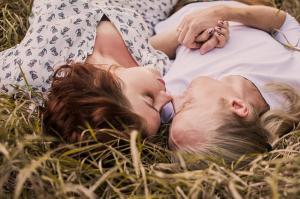 5 Obiceiuri cruciale care tin dragostea aprinsa