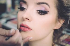 Sfaturi de care trebuie sa tii cont atunci cand folosesti eyeliner