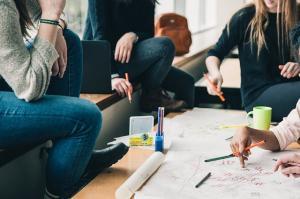 9 idei de activitati pe care le poti face in casa