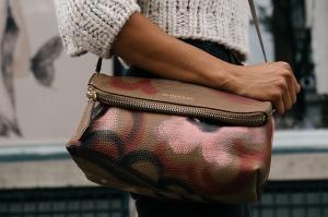 5 lucruri care nu trebuie sa lipseasca din geanta unei doamne