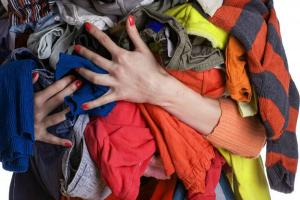 10 piese vestimentare la care sa renunti