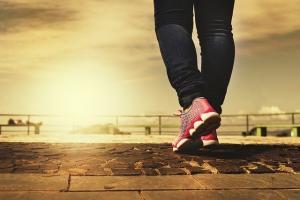 6 beneficii ale mersului pe jos