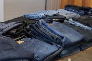 5 moduri prin care poti recicla hainele care nu iti mai plac